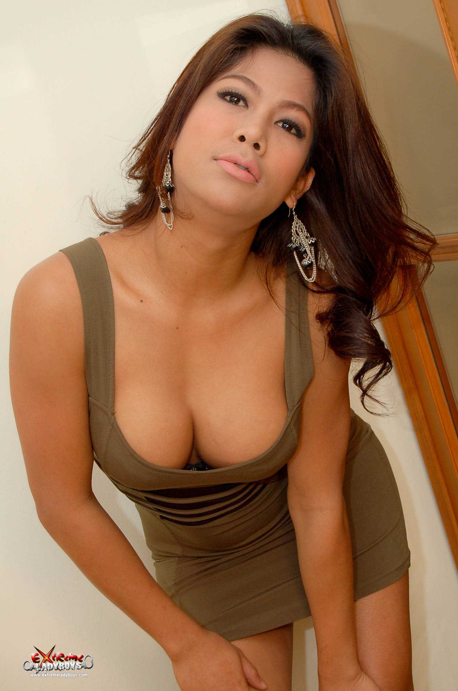 thai-young-ladyboy-pics-thumbs-young-girls-legs-galleries